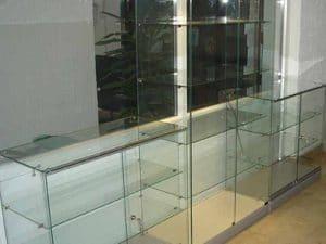 niska staklena vitrina